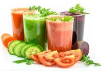 glasses of juices for hair health